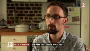 Le fils d'un ancien salarié de France Télécom qui s'est suicidé en 2011 témoigne auprès de France 2, le 6 mai 2019. (FRANCE 2)
