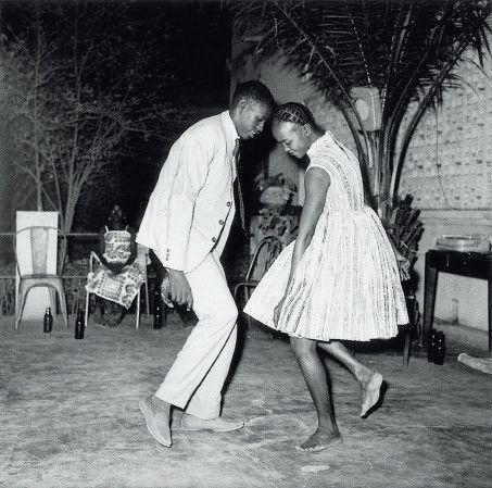 (Malick Sidibé, Nuit de noël, 1965.)