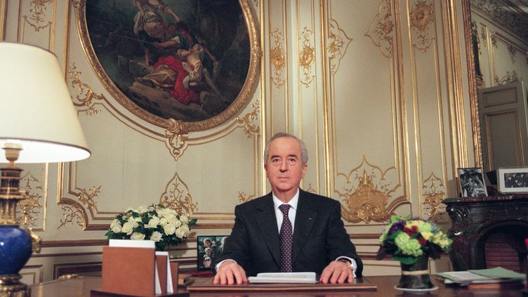Le Premier ministre Edouard Balladur présente sa candidature à l'élection présidentielle depuis son bureau de l'Hôtel Matignon à Paris, le 18 janvier 1995 (JOEL ROBINE / AFP)