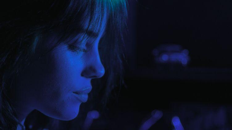 """Billie Eilish dans le documentaire de R.J. Cutler """"Billie Eilish : The World's a Little Blury"""" sorti le 26 février 2021 sur Apple TV. (APPLE TV)"""