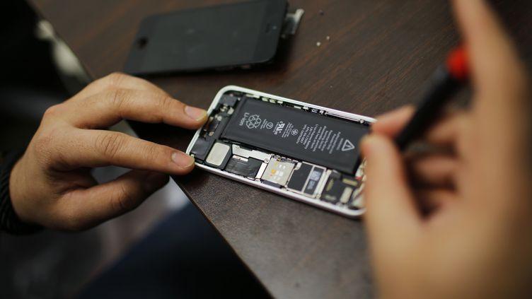 Le patron de la NSA, Michael Rogers, a confirmé le 17 février 2016l'utilisation de technologies de cryptage dans l'organisation des attentats du 13 novembre en France. (EDUARDO MUNOZ / REUTERS)