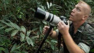 Un ancien militaire français organise des virées dans la jungle thaïlandaise pour prendre en photo la faune locale. (FRANCE 2)