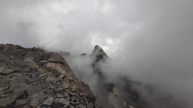 """Le """"Pain de Sucre"""", un sommet qui culmine à 3 208 mètres d'altitude. (VALENTIN DUNATE / RADIO FRANCE)"""