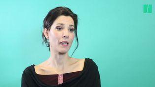 Capture d'écran d'une vidéo du HuffPost, dans laquelle Solveig Halloinaccuse Philippe Caubère de viol. (HUFF POST)