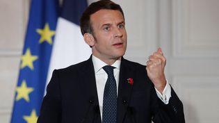 Emmanuel Macron donne une conférence de presse à l'issue d'un sommet en visio-conférence de l'Union européenne, le 25 mars 2021. (BENOIT TESSIER / POOL / AFP)