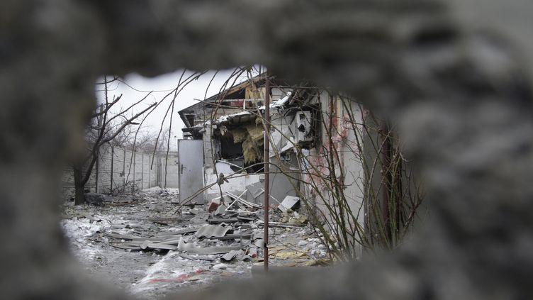 Des bâtiments détruits à Donetsk, dans l'est de l'Ukraine, vendredi 30 janvier 2015. (ALEXANDER ERMOCHENKO / ANADOLU AGENCY / AFP)