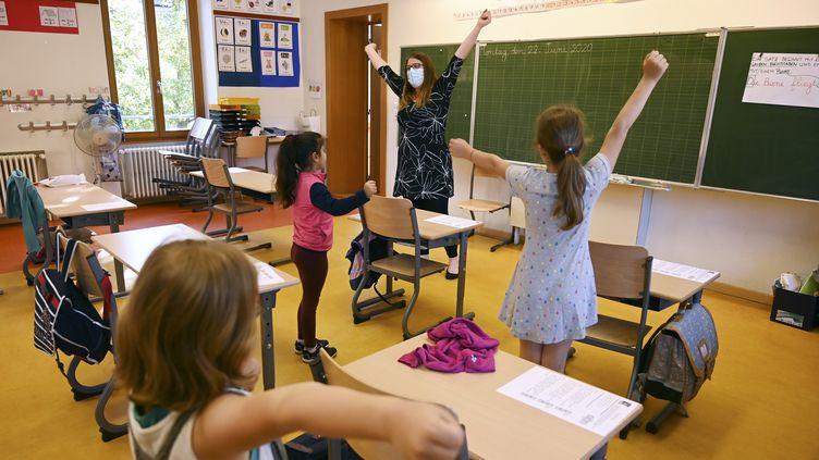 Une classe d'école primaire à Strasbourg (Bas-Rhin). Photo d'illustration.   (FREDERICK FLORIN / AFP)
