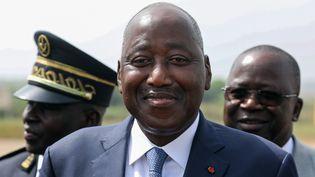 Le premier ministre ivoirien Amadou Gon Coulibaly, mort mercredi 8 juillet, pris en photo le 22 décembre 2019 sur l'aéroport de Bouaké (Côte d'Ivoire). (LUDOVIC MARIN / AFP)
