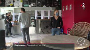 Dans le restaurant qui met la clef sous la porte. (France 2)