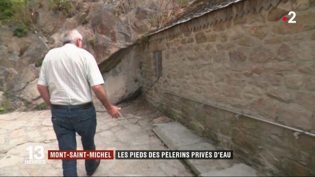Sécheresse: le Mont Saint-Michel, les pieds dans le sable