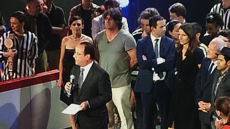 (François Hollande a fait une visite surprise au théâtre Le Comédia © Radio France - Alice Serrano)