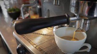 Dans le Tarn, la commune de Salvagnac a tout fait pour garder sa vie de village. Un tout nouveau café a été inauguré. (FRANCE 3)