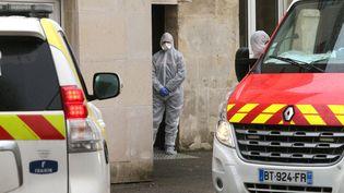 Intervention des services d'urgence liée à l'épidémie de coronavirus, le 2 mars 2020 à la maison de retraiteEtienne Marie de la Hante à Crépy-en-Valois. (FRANCOIS NASCIMBENI / AFP)