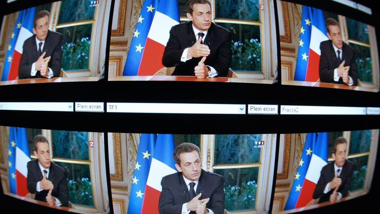 Nicolas Sarkozy était, jeudi 27 octobre au soir, sur TF1 et France 2 pour sa première intervention télévisée en direct depuis huit mois. (THOMAS COEX / AFP)