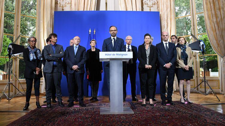 Le Premier ministre, Edouard Philippe (au centre), lors de son discours le 11 septembre 2017, six jours après le passage de l'ouragan Irma à Saint-Barthélémy et Saint-Martin. (ALAIN JOCARD / AFP)