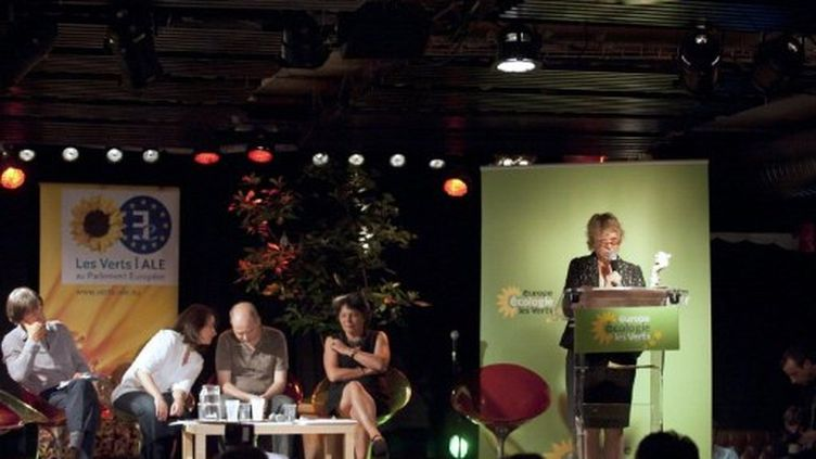 Eva Joly prononce un discours aux Etats généraux du nucléaire, à Paris, le 21 mai 2011. (AFP - Bertrand Langlois)