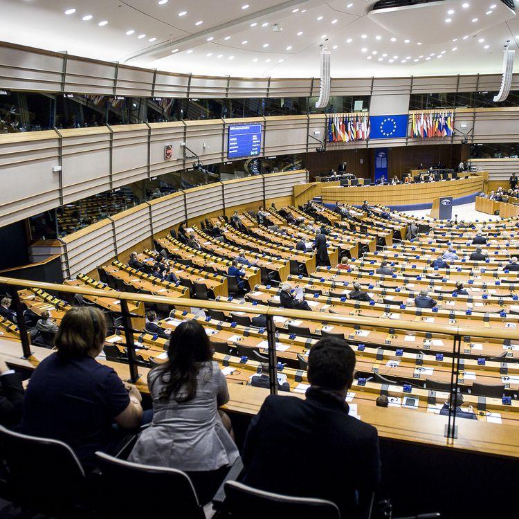 Une session plénière au Parlement européen de Bruxelles (Belgique), le 29 novembre 2017. (WIKTOR DABKOWSKI / AFP)