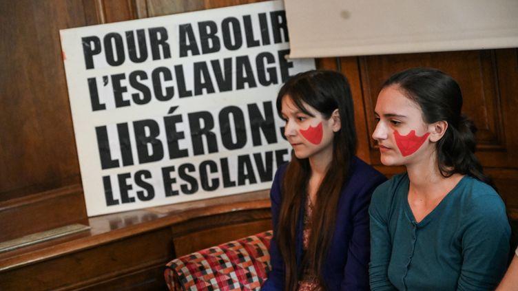 Deux militantes de l'association Boucherie abolition, lors d'une conférence de presse, le 8 juin 2019 à Paris. (illustration) (DOMINIQUE FAGET / AFP)