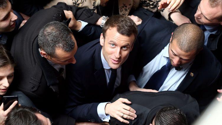 Emmanuel Macron se rend à une conférence à l'université de Lille (Nord), le 14 mars 2017. (FRANCK CRUSIAUX / REA)