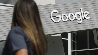 Le logo de Google à Moutain View (Etats-Unis) en Californie le 24 septembre 2019. (JEFF CHIU / AP)