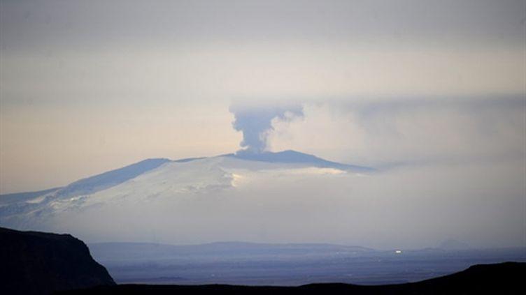 Le volcan Eyjafjöll vu de Vestmannaeyjar le 20 avril 2010 (AFP - Emmanuel DUNAND)