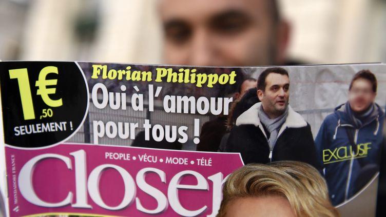 """Détail de la une du numéro de """"Closer"""" dans lequel ont été publiées des photos de Florian Philippot, numéro 2 du FN, et de l'un de ses amis, le 12 décembre 2014. (  MAXPPP)"""
