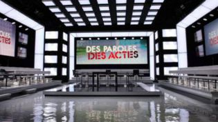"Le studio de l'émission ""Des paroles et des actes"" (DR)"