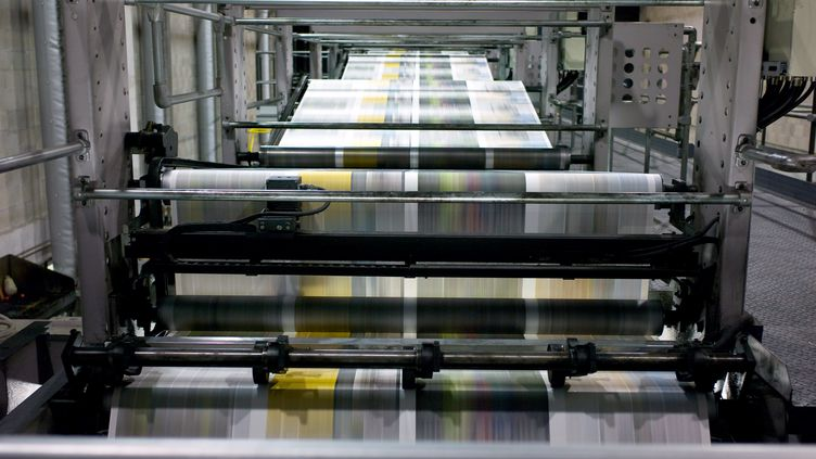 Vue des chaines d'impression de l'imprimerie du groupe Amaury, éditeur du Parisien/Aujourd'hui en France et de L'Equipe (JEAN-PHILIPPE KSIAZEK / AFP)