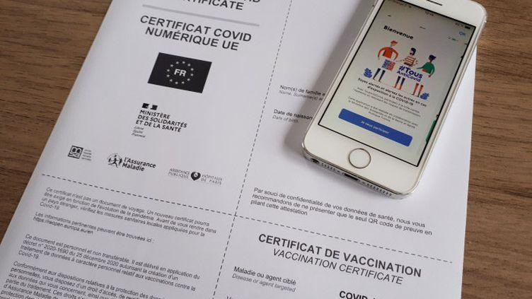 Le certificat de vaccination numérique sous forme papier ou sur l'application TousAntiCovid est un sésame pour le fameux pass sanitaire. (NATHALIE COL / FRANCE-BLEU LIMOUSIN)