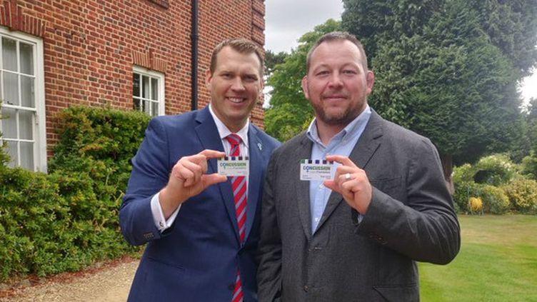 Steve Thompson (à droite), ancien rugbyman, atteint d'une encéphalopathie traumatique chronique,va léguer son cerveau à la recherche médicale, comme il l'explique sur son compte Twitter. (CAPTURE D'ÉCRAN)
