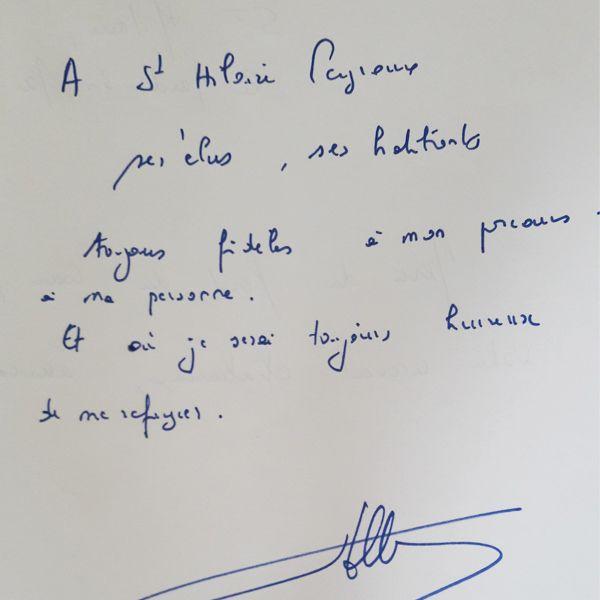 Le mot de François Hollande à la mairie deSaint-Hilaire-Peyroux dans la première circonscription de Corrèze. (GAËLE JOLY / FRANCEINFO)