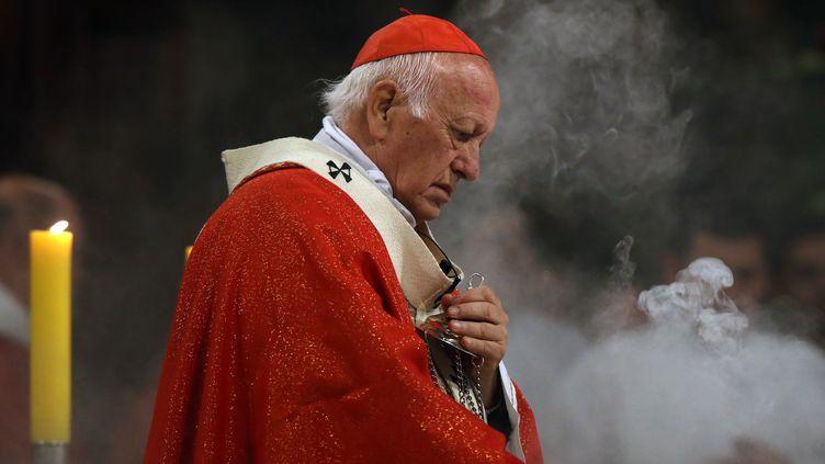 Le cardinal Ricardo Ezzati à la cathédrale métropolitaine de Santiago au Chili, le 18 mai 2018. (CLAUDIO REYES / AFP)