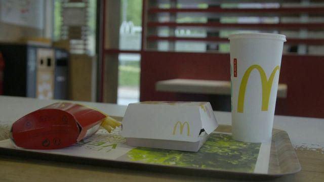 """""""Envoyé spécial"""" a testé le tri sélectif dans les fast-foods : sur votre plateau McDo, qu'est-ce qui sera recyclé ?"""