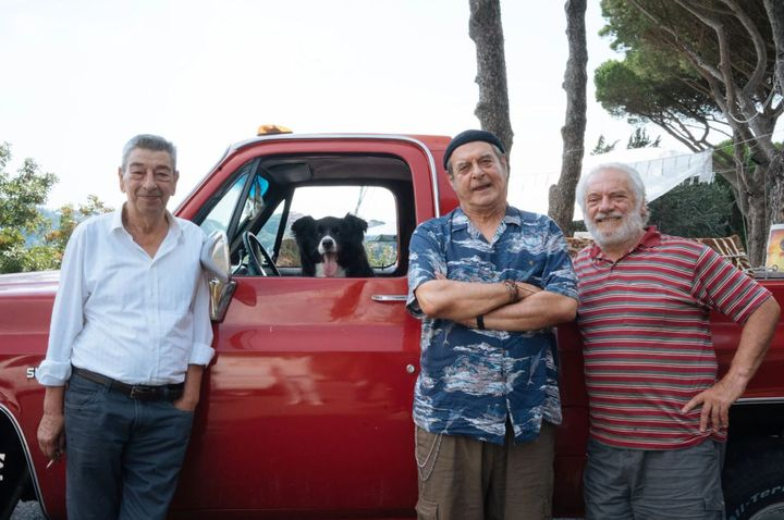 Les trois retraités en ont marre de leur vie de misère et espèrent que l'herbe est plus verte ailleurs. (Le Pacte)