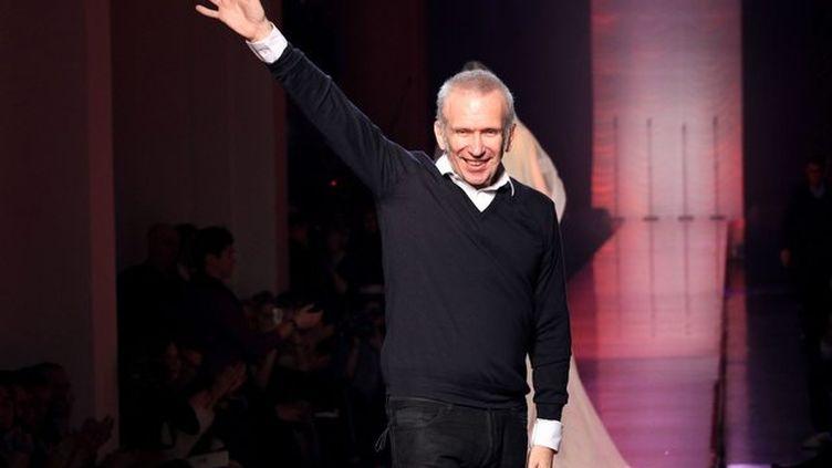 Le couturier Jean Paul Gaultier lors de la présentation de sa collection printemps-été à Paris, le 25 janvier 2012. (PIERRE VERDY / AFP)