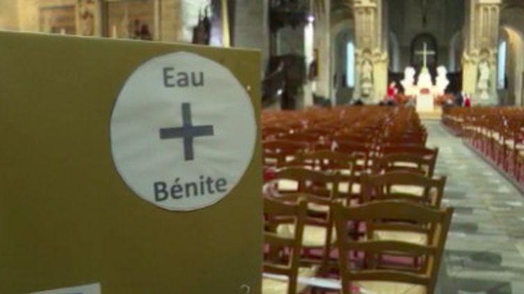 Covid-19 : à Vannes, un distributeur d'eau bénite pour les fidèles (France 3)
