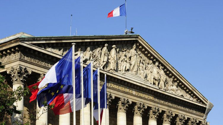 La façade du Palais-Bourbon, où siège l'Assemblée nationale, à Paris. (ROGER ROZENCWAJG / PHOTONONSTOP)