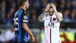 La déception de Lionel Messi, frustré par le match nul du PSG sur la pelouse du FC Bruges, le 15 septembre. (KENZO TRIBOUILLARD / AFP)