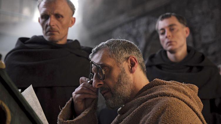 John Turturo est Guillaume de Baskerville dans la série Le nom de la rose (OCS)