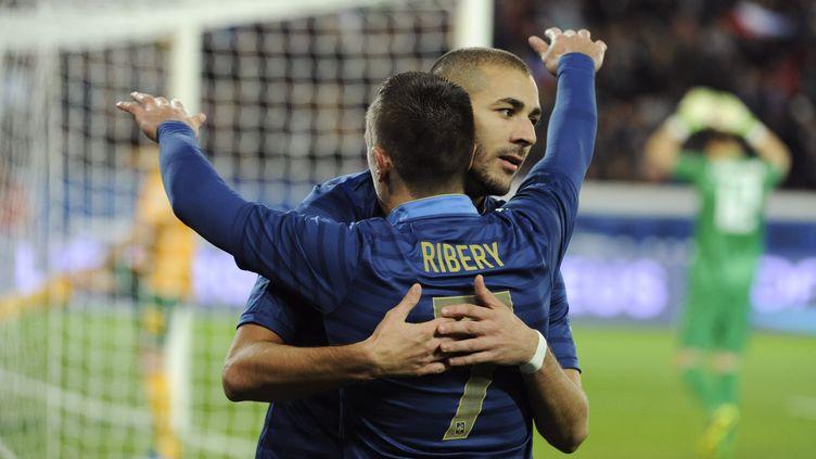 Les footballeurs Franck Ribéry et Karim Benzema, lors d'un match de l'équipe de France contre l'Australie, le 1er octobre 2013 à Saint-Denis (Seine-Saint-Denis). (JEAN MARIE HERVIO / DPPI MEDIA / AFP)