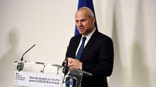 Jérôme Salomon, directeur général de la Santé, lors d'une conférence de presse, à Paris, le 17 décembre 2020. (MARTIN BUREAU / AFP)