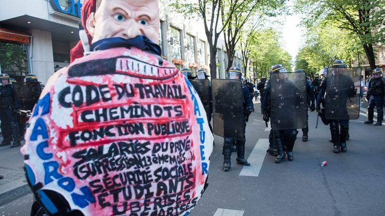 Dans la manifestation interprofessionnelle, jeudi 19 avril à Paris.  (MAXPPP)