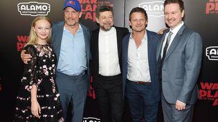 Amiah Miller, Woody Harrelson, Andy Serkis, Steve Zahn et Matt Reeves, les acteurs principaux et le réalisateur de Suprématie, le troisième opus de la trilogie la planète des singes (JAMIE MCCARTHY / GETTY IMAGES NORTH AMERICA)