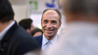 Le candidat à la primaire de droite Jean-François Copé visite la foire au Vin de Toulouse, le 4 novembre 2016. (REMY GABALDA / AFP)