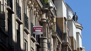 Les taux d'intérêt des crédits immobiliers, accordés aux particuliers par les banques en France, ont atteint en février leur plus bas historique à 3,13%, selon une étude de l'Observatoire Crédit Logement/CSA publiée le 5 mars 2013. (JACQUES DEMARTHON / AFP)