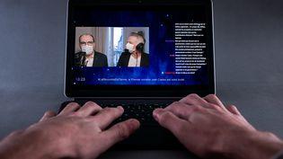 Le Premier ministre, Jean Castex, est interrogé par le journaliste de France Télévisions Samuel Etienne sur la plateforme de streaming Twitch, le 14 mars 2021. (UGO PADOVANI / HANS LUCAS / AFP)