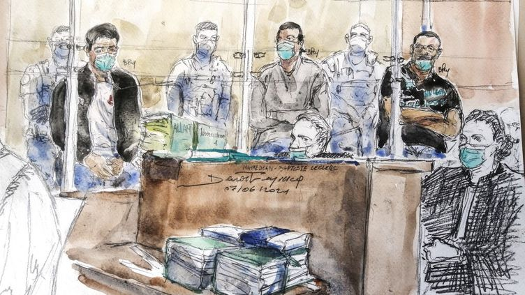 L'accusé Nourredine Allam, à gauche dans le box, au procèsde l'assassinat du policier Xavier Jugelé en 2017 sur Champs-Élysées, devant la cour d'assises spéciale de Paris, le 7 juin 2021. (BENOIT PEYRUCQ / AFP)