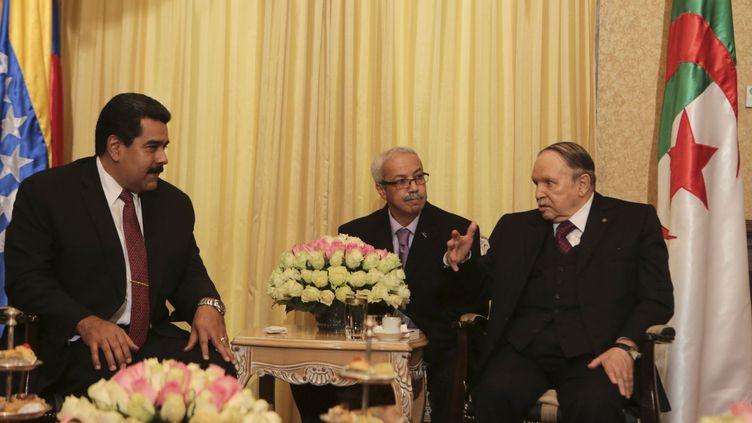 Le président vénézuélien, Nicolas Maduro, s'entretient à Alger avec le président Abdelaziz Bouteflika (janvier 2015). (Reuters/ Miraflores palace)