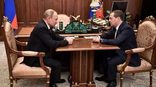 Le président russe Vladimir Poutine et son Premier ministre Dmitri Medvedev à Moscou, le 15 janvier 2020. (SPUTNIK PHOTO AGENCY / REUTERS)