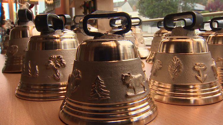 Les cloches de la fonderie Obertino ne se vendent plus depuis l'annulation des comices agricoles.  (J-L Saintain / France Télévisions)